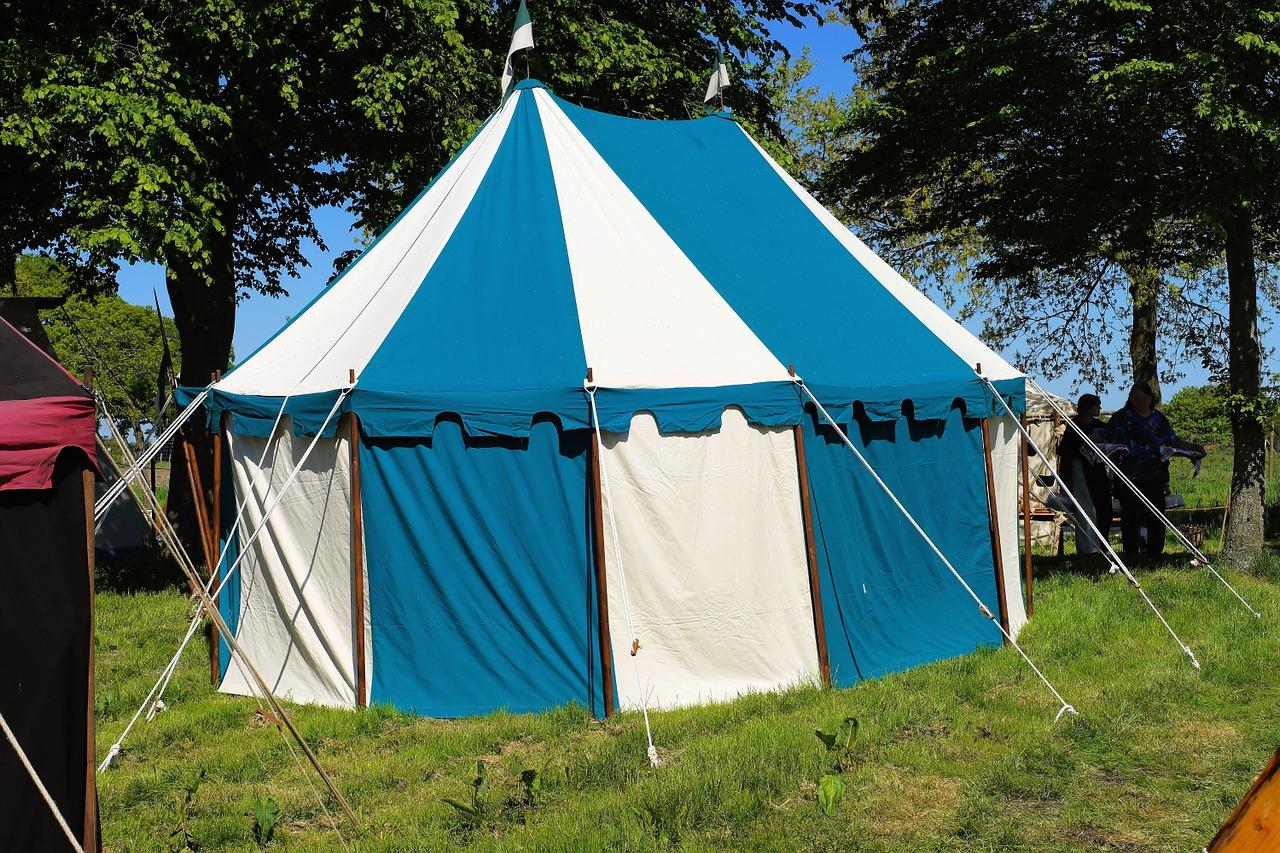 אוהל כחול לבן