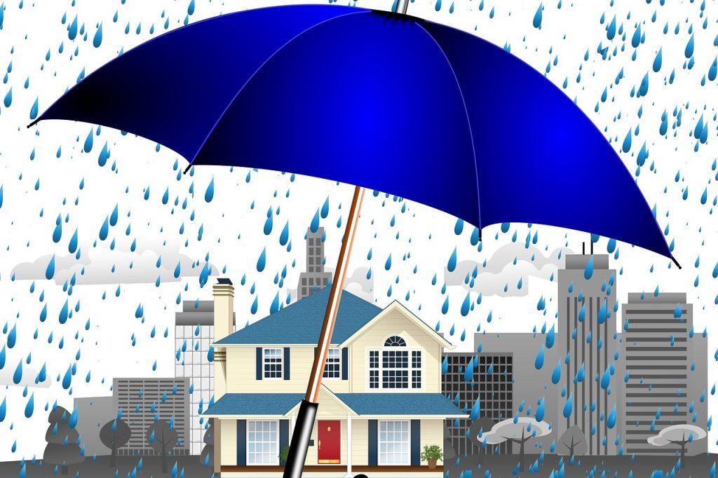 מטריה מגינה על בית